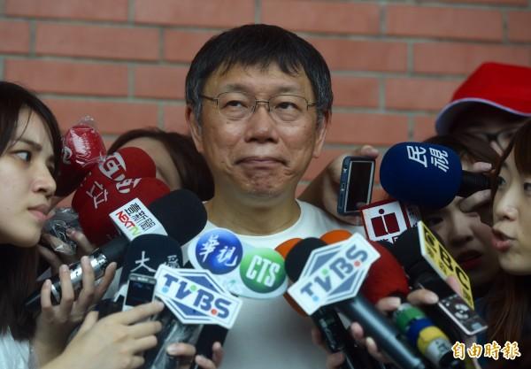 WHA給台灣的邀請函是以「一個中國」的原則,讓台灣用「中華台北」的名義參加。對此柯文哲表示,中國在健康醫療方面對台灣施加壓力,可能會有反效果。 (記者簡榮豐攝)