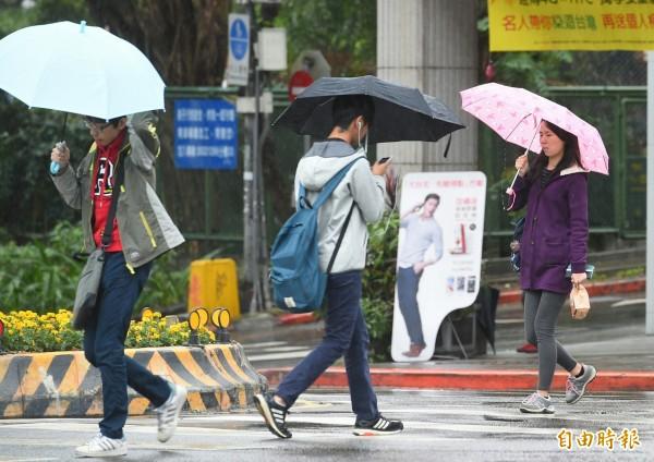 中央氣象局在下午對宜蘭縣和花蓮縣發出大雨特報,請民眾注意雷擊、瞬間大雨和強陣風。(資料照,記者張嘉明攝)