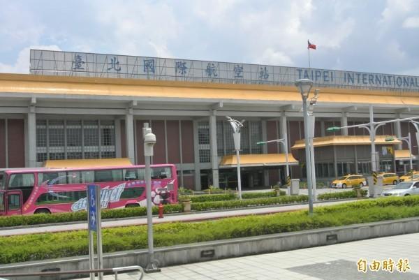 松山機場、桃園機場機票都會寫「TAIPEI」,經常造成外國旅客跑錯機場。圖為松山機場。(資料照,記者邱紹雯攝)