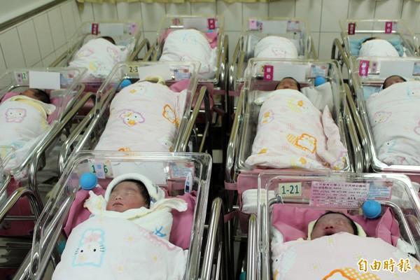 今年1至4月全縣新生兒人口為1528人,與去年差不多。情境照,非新聞當事人。(記者周敏鴻攝)
