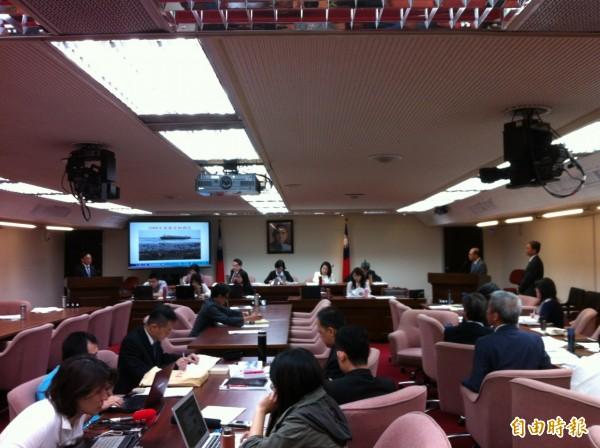 今立院衛環委員會討論德翔台北後續處理。(記者楊綿傑攝)