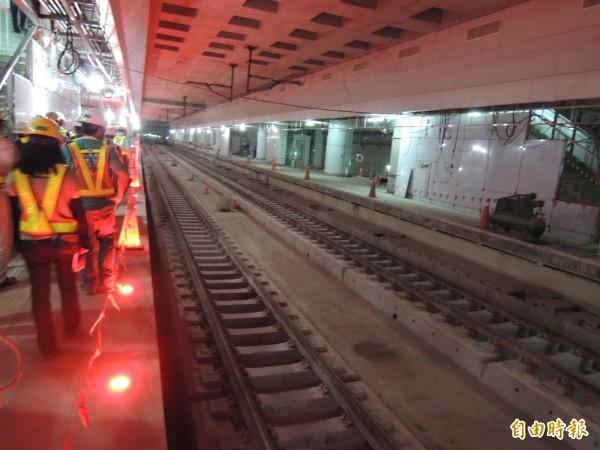 高雄鐵路地下化軌道工程首度曝光。(記者蔡清華攝)