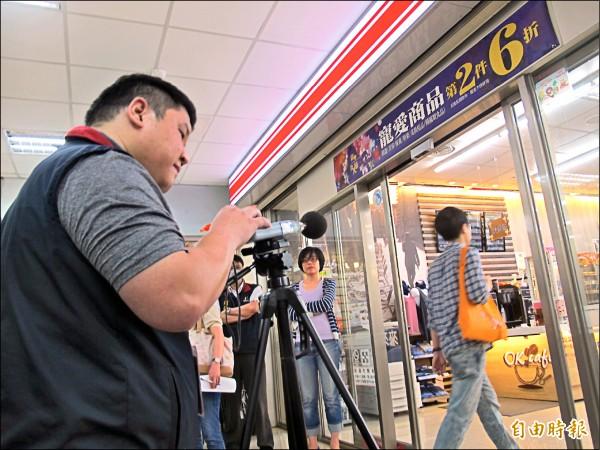 台北市今年7月起將針對四大超商、頂好超市、屈臣氏等1456家門市,管制蜂鳴器音量。(記者謝佳君攝)