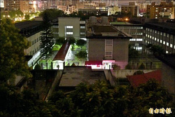 鄭捷昨晚在北所被槍決,圖下黑影處為槍決刑場。(記者陳志曲攝)