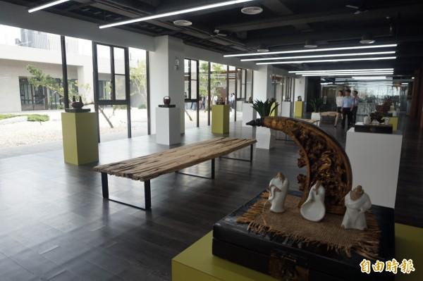 吉輔企業三樓宛如展覽中心。(記者歐素美攝)