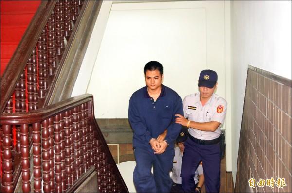 高院改判郭彥君12年重刑,宣判後還押,郭面露不悅,未回答媒體詢問是否上訴。(記者楊國文攝)