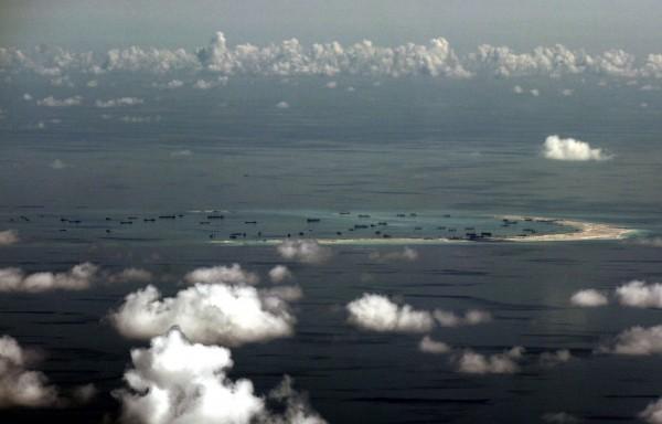 美國國防部表示,中國在今年可能會在南海人工島礁大舉擴建軍事基礎設施以及監控、通訊系統,建立長期「軍民據點」。(歐新社)