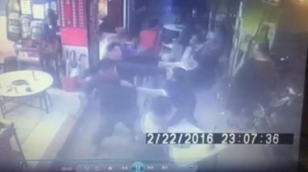 男子林郁凱率眾在薑母鴨店打架(記者金仁晧翻攝)