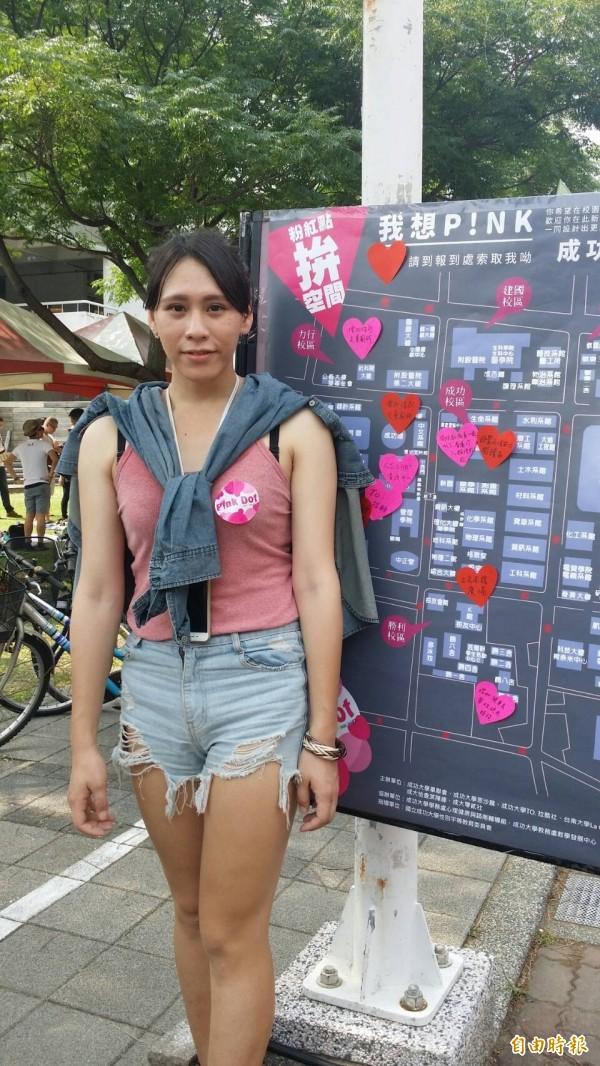 成功大學舉行跨性別粉紅點活動,合辦單位歡迎男學生穿裙子進成大校園。(記者王俊忠攝)