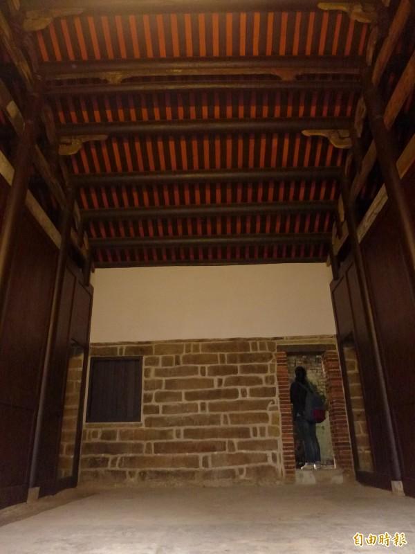 施家古厝正身大廳修復工程有階段性成果。(記者李雅雯攝)