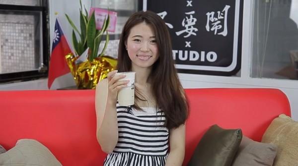 YouTube頻道「不要鬧工作室」近期推出一段新影片,訪談外國人最愛喝的手搖飲料。(圖片取自YouTube)