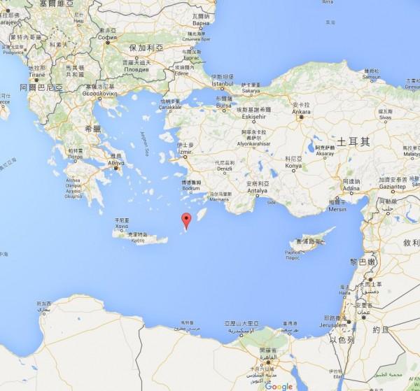 法新社引述希臘機場最新消息指出,客機極有可能墜毀在希臘喀帕蘇斯島外海。(紅圈處)(圖擷取自Google Map)