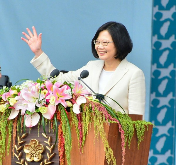 總統蔡英文今日發表眾所矚目的就職演說,在30多分鐘的演講內,提到了5次「中華民國」,還有多達41次講出「台灣」。(臺北市攝影記者聯誼會提供)