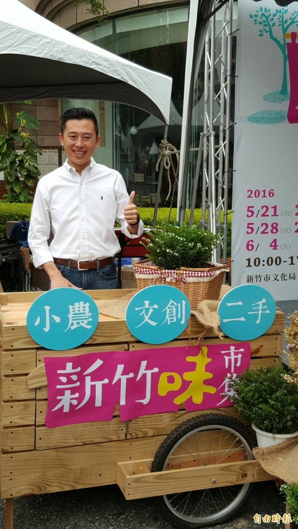 新竹市長林智堅歡迎大家來新竹味市集體驗在地風味。(記者蔡彰盛攝)