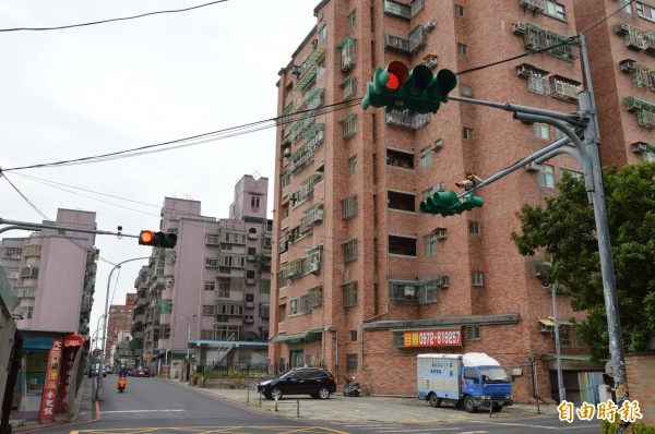 「買不起房」是台灣都市年輕人的生活寫照,但在都市化程度較低的地區,房價多半也較都會區低廉。(資料照,記者謝武雄攝)