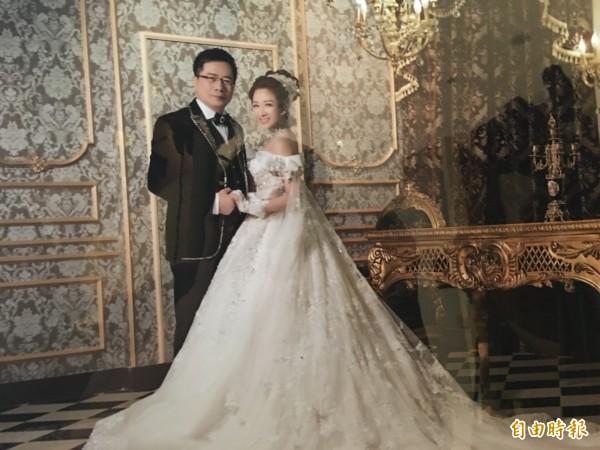 國民黨政策會執行長蔡正元今日上午迎娶小他19歲的「馬尾妹」助理洪菱霙。(記者林弦儒攝)