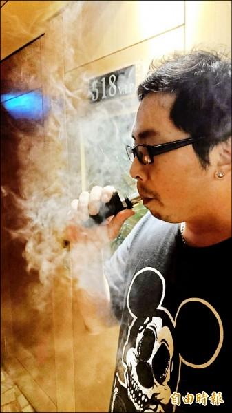 電子煙入侵校園,違賣案件暴增,董氏基金會呼籲修法,對吸食者開罰。(資料照,記者俞肇福攝) 〈tag_a〉☆自由電子報關心您,吸菸有害健康☆〈/tag_a〉