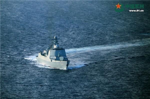 中國海軍21日在西太平洋某處進行實彈演習。(圖擷取自中國軍網)