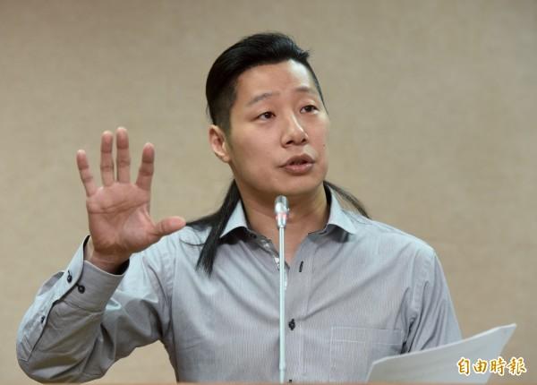 赴瑞士參與WHA的林昶佐,透露自己沒有貼台灣國護照貼紙,遭部分媒體炒作。(資料照,記者簡榮豐攝)