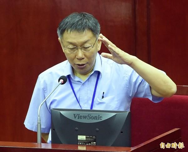 台北市長柯文哲今天到北市議會報告,他強調遠雄一必須按照規定限期改善公安問題,如果遠雄在1到3個月內不改善,北市就要提出解約。(記者廖振輝攝)