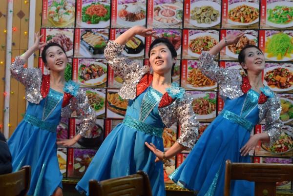 今日傳出2至3名北韓駐中國餐廳員工叛逃,而這些人疑似為中國陝西省西安市的北韓餐廳「平壤銀畔館」員工,圖與新聞無關。(法新社)