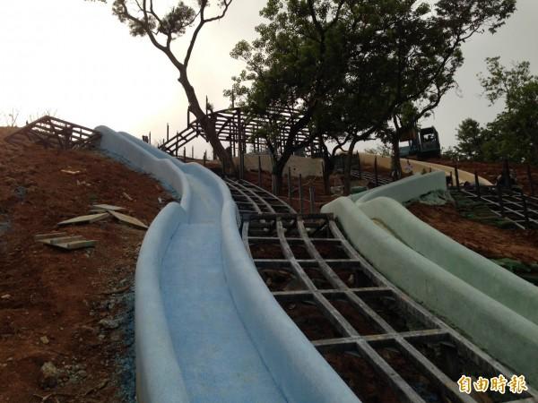新竹市長林智堅在市議會施政報告中提到青青草原將打造北台灣最長54公尺的磨石子溜滑梯,預計八月完工,有別於一般塑膠滑梯兒童設施,這個溜滑梯將成為兒童探索大自然的園地。(記者洪美秀攝)