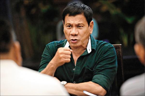 菲律賓準總統杜特蒂抨擊菲國天主教會腐敗、偽善,收受前總統艾洛優餽贈豪華轎車,並聲稱有主教向他索賄。(法新社檔案照)
