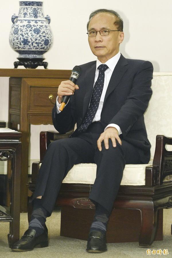 對於台南一家5口燒炭事件,行政院表示,閣揆林全感到遺憾與不捨。(記者陳志曲攝)