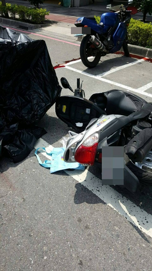 高市七賢、中華路口車禍,造成7旬老婦死亡。(記者黃佳琳翻攝)