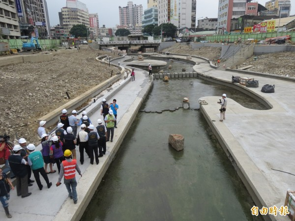 柳川年底將成為台中市市區的第一條景觀河川(記者蘇金鳳攝)