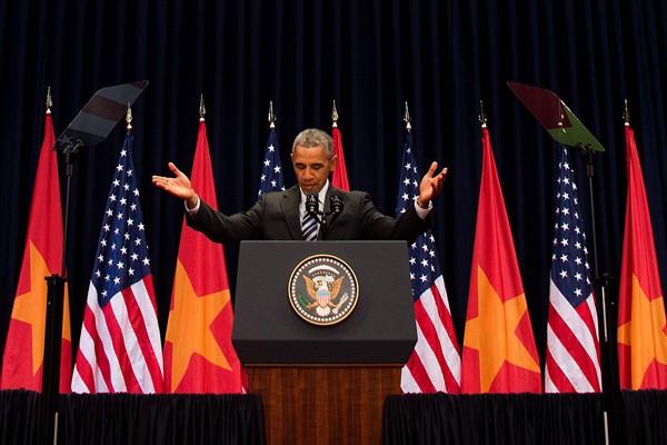 正在越南訪問的美國總統歐巴馬,24日於越南首都河內發表的演說中,呼籲和平解決南海爭議。(法新社)