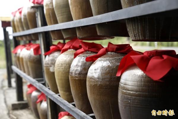 考古文物證實,中國五千年前已知釀酒。(本報情境照)