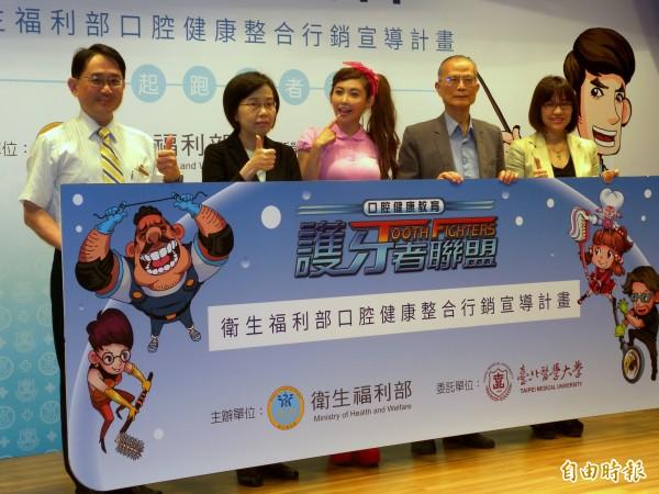 衛福部今年發起「口腔健康整合行銷宣導計畫」,向民眾宣導「養牙防老」的觀念。(記者吳亮儀攝)
