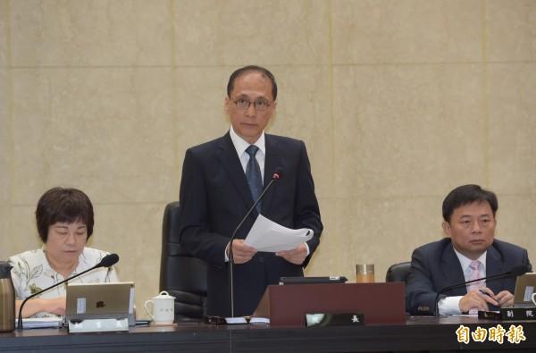 行政院長林全今天表示,中華台北是目前我們參與很多國際組織常用的(名稱),「雖然不滿意,但勉強可以接受的一個名稱」。(記者黃耀徵攝)