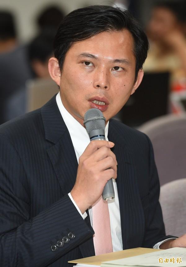 黃國昌在臉書向教過的學生致歉,表示自己聽完某黨立委發言後,發現學生們的問題其實都很有水準。(記者張嘉明攝)