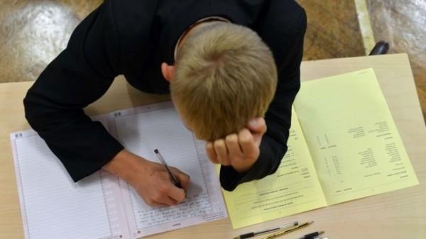 英國曼徹斯特大學一份針對青少年自殺的研究調查,結果顯示,青少年自殺的主要原因多是考試壓力與身體健康問題。(圖擷自BBC)