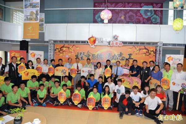 雲林縣政府公開募集萬名2017台灣燈會志工。(記者鄭旭凱攝)