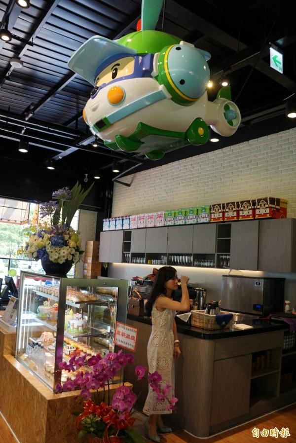 波力餐廳營造出寬敞明亮的用餐環境。(記者黃佳琳攝)