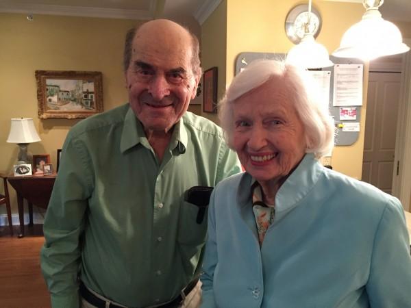 96歲的哈姆立克(左)在1974年發明「哈姆立克急救法」。(路透)