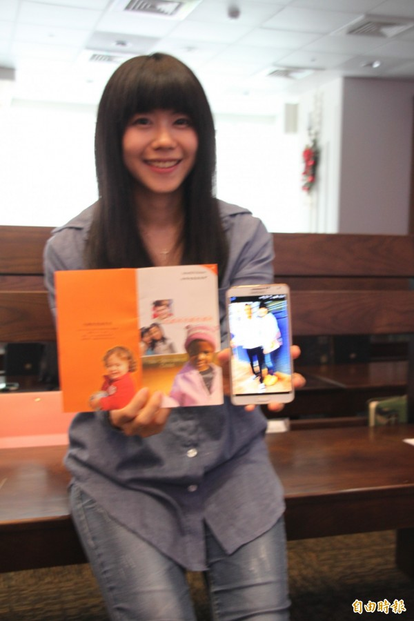 台灣世界展望會的資助人洛昀,從資助日起開始存錢,為了看看被資助的國際貧童。(記者蘇金鳳攝)