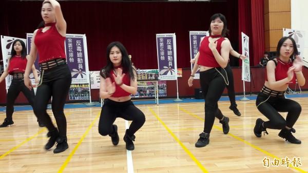 新竹市光復中學學生團隊獲得紫錐花反毒飆舞大賽三連霸。(記者洪美秀攝)