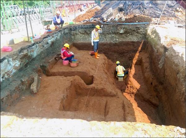 水碓尾遺址正在做考古挖掘,此為探坑工作情況。 (新北市政府捷運工程局提供)