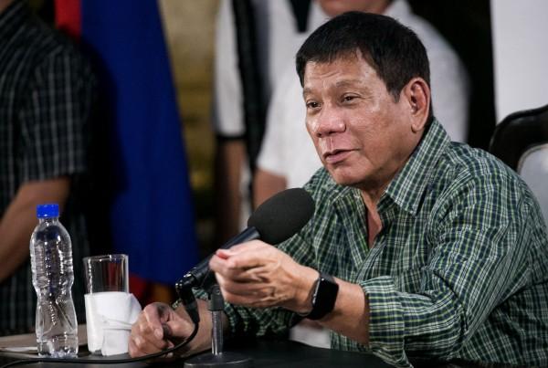 菲律賓準總統杜特蒂昨天表示,收受賄賂及涉入貪腐的記者該被殺掉,驚人言論再度引起各界熱議。(法新社)