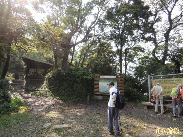7月1日起登北大武山,每日入山人數將採總量管制,屏東林管處將派員在登山口把關。(記者李立法攝)