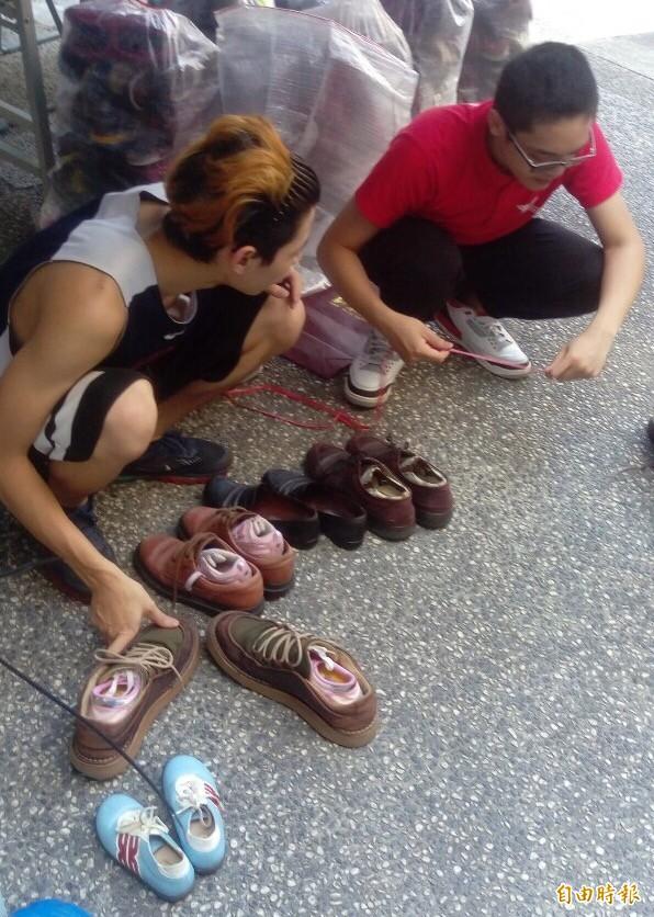 健行科大「鞋尋」行動,募集二手鞋送到非洲。(記者李容萍攝)