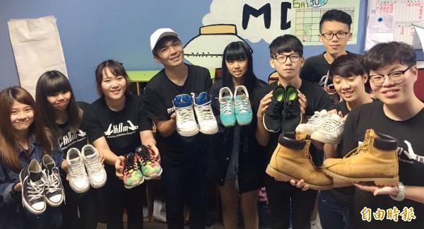 健行科大「鞋尋」行動,募集二手鞋送非洲。(記者李容萍攝)