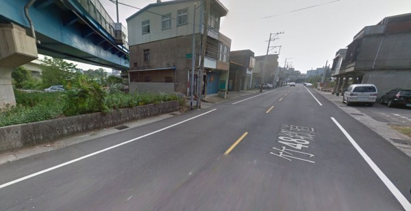 鍾男無照駕車由竹中火車站沿員山路往芎林方向行駛,卻跨越雙黃線駛入對向車道,撞上騎重機的徐男。(圖擷取自Google Map)