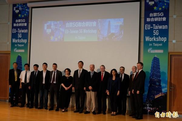 經濟部於今日舉辦「台歐5G聯合研討會」(EU-Taiwan 5G Workshop),邀請歐盟網通技術總署(DG CONNECT)官員來台,同時聚集易利信、諾基亞、鴻海、聯發科等知名企業與國際專家,共同探討全球5G發展進程。(記者陳炳宏攝)