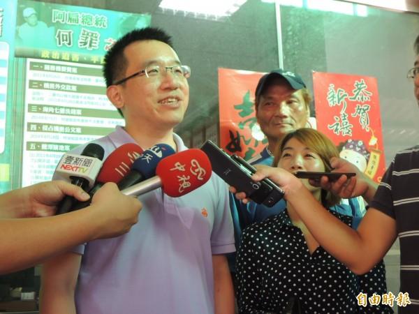 陳致中傍晚確認,前總統陳水扁明天會北上。(記者王榮祥攝)