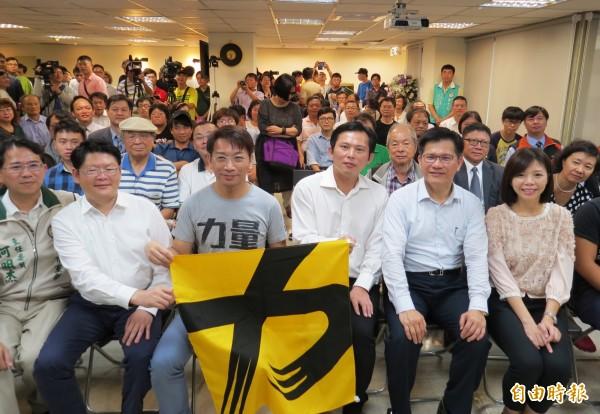 時代力量台中市黨部成立,支持者擠爆現場。(記者張菁雅攝)